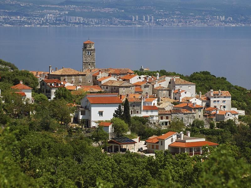 Discover the quaint hilltop town of Mošćenice